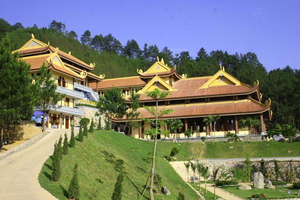 Thiền Viện Trúc Lâm trên đường đi phượt tới Tam Đảo